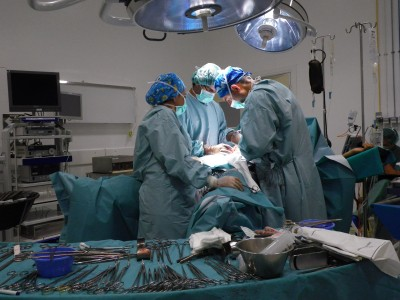 Operación de extirpación de vejiga en Hospital Civil de Málaga en 2010